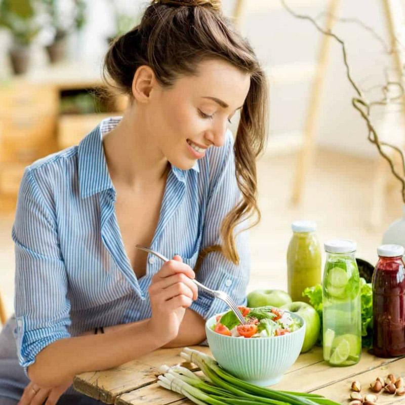 Comer vs saborear: Deixe-se de distrações à mesa!