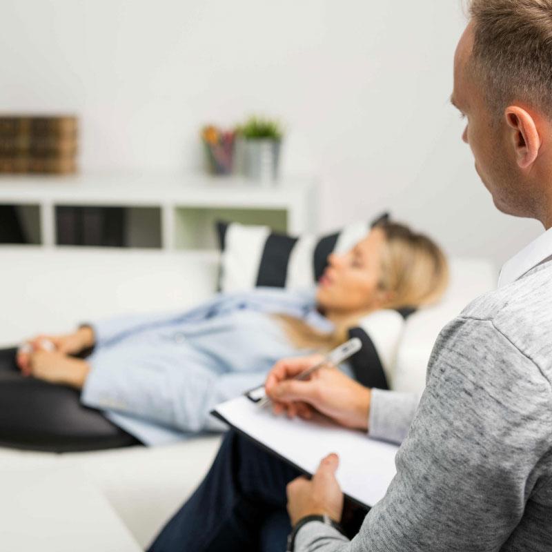 Hipnose: Surpreenda-se com os benefícios desta terapêutica!