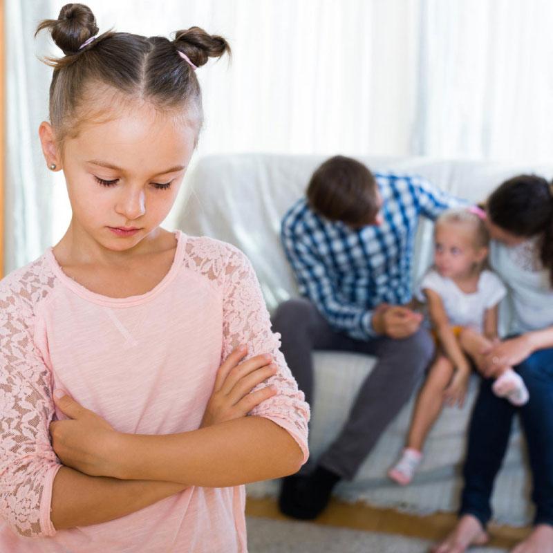 Ciúmes entre irmãos: O que fazer para os minimizar?